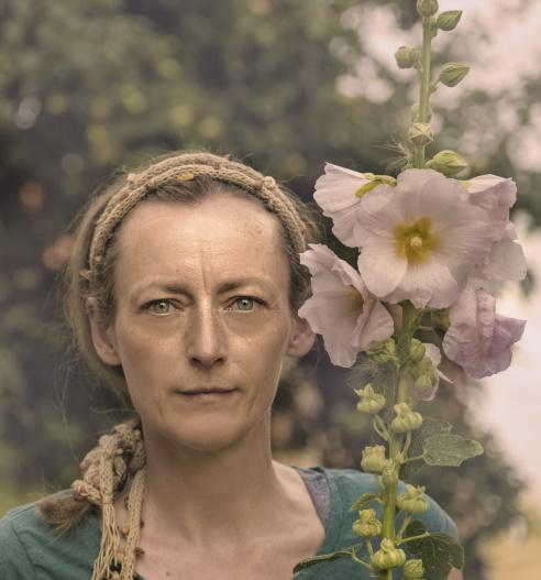 Ola Turkiewicz autoportret z malwami. fot. Ola Turkiewicz